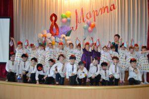 Учащиеся 1 А класса приняли участие в школьном концерте для мам Весенняя капель.