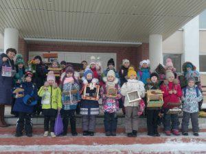 Ученики 1- А класса совместно с родителями смастерили кормушки для птиц и приняли участие в акции Столовая для птиц.
